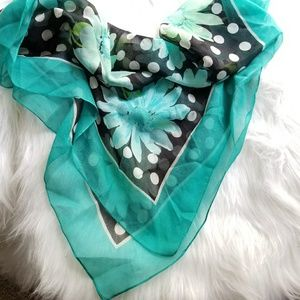 Floral scarf by Tres Elle daisy flower teal black